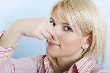 Що краще від запаху поту: готовий дезодорант або народний засіб?
